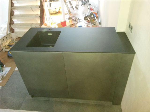 Keukens: minimalistische keuken in metallic zwart [software depot]